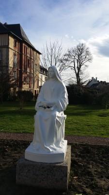 Ermitage de Lisieux - Statue de Marie