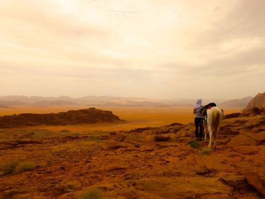 evangile-desert-cheval Venez à l'écart dans un endroit désert.