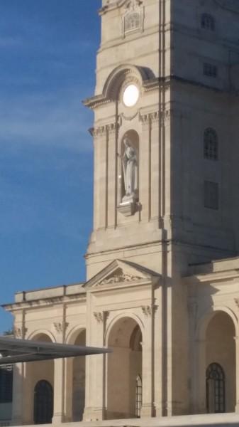 20160423_201107 La basilique du Rosaire, accueillir la neige pure de Marie.