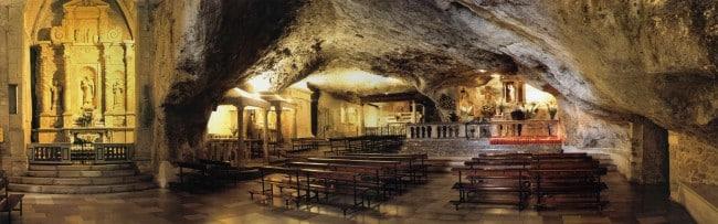 7717-Grotta_San_Michele_Monte Pèlerinage en Italie Rome, Assise, Sans Giovanni Rotondo, Monte Sant-Angelo