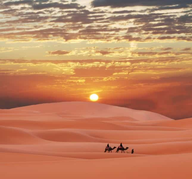 evangile-desert Marchez, tant que vous avez la lumière.